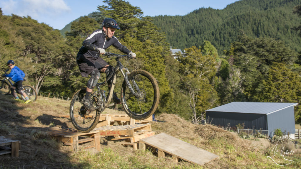 Mountain Bike Skills Coaching, Drop Clinic.