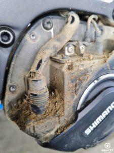 dirty battery and wiring contacts on the ebike motor